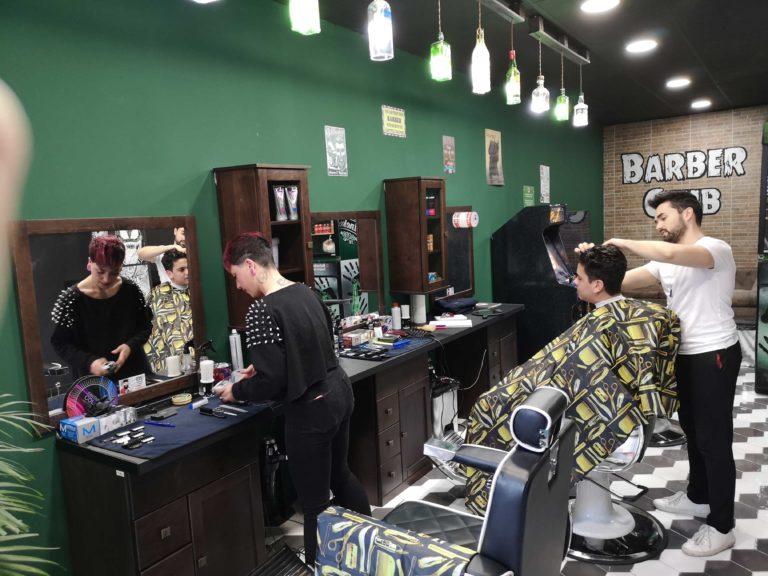 peluqueria barbaman calle alboraia por dentro