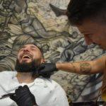 cliente riendose peluqueria barberia barbaman